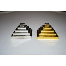 Подставка под настольные флажки. Основание: квадрат. Цвет: имитация под золото и серебро.